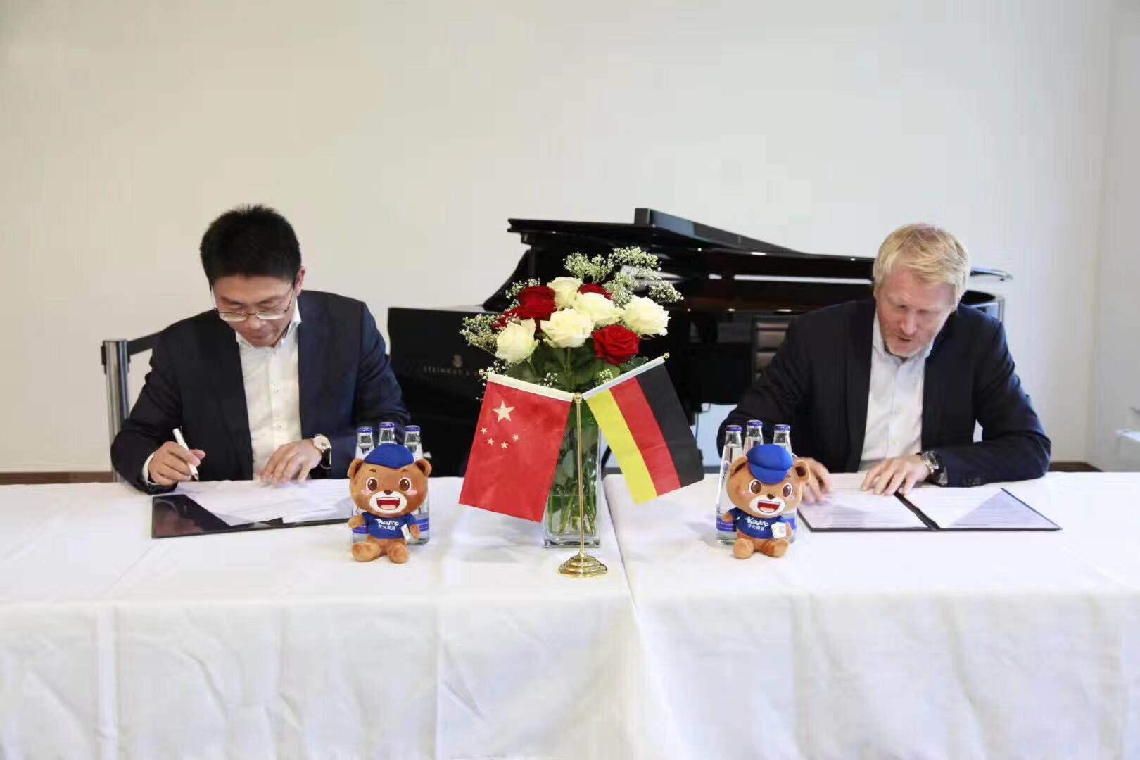 开元周游集团与世界顶级钢琴品牌施坦威Steinway&Sons合作签约媒体报道