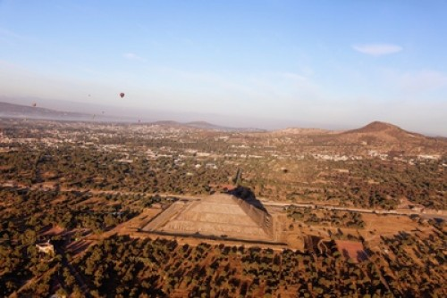 Day Trip to Enjoy Pyramid on hot air balloon travel pictures