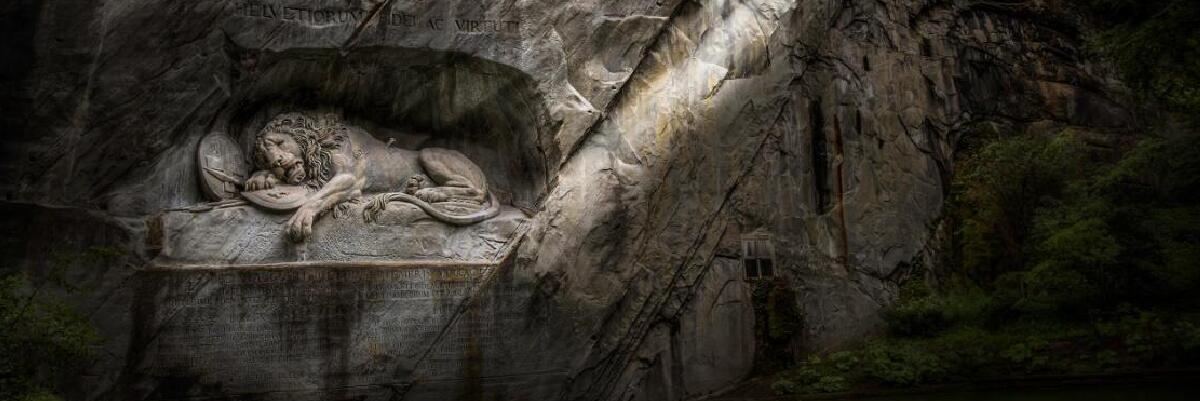 狮子纪念碑:忠诚与勇气的挽歌